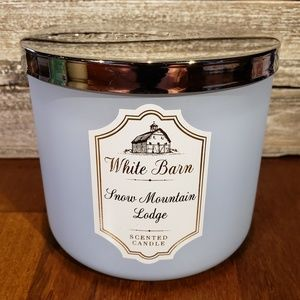 Bath & Body Works Candle • Snow Mountain Lodge